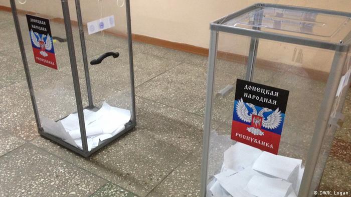 Избирательные урны на участке в Донецке, ноябрь 2014 года