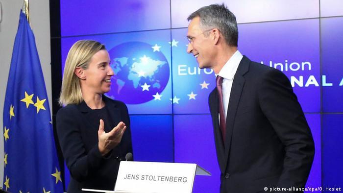 Генсек НАТО Єнс Столтенберг та представниця ЄС із питань зовнішньої політики Федерика Могерині на прес-конференції 4 листопада в Брюсселі