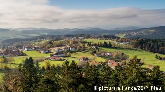 Blick vom Baumwipfelpfad im Nationalpark Bayerischer Wald über die Landschaft