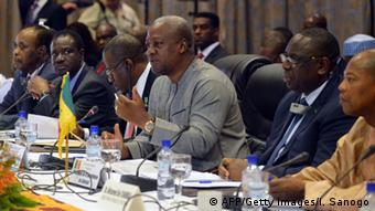 Westafrikanische Präsidenten fordern zivile Regierung in Burkina Faso 05.11.2014