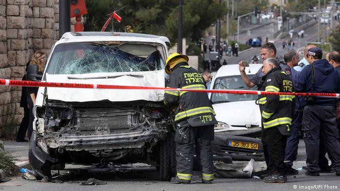 Homem atacou grupos de passantes numa parada de bonde em Jerusalém, em novembro de 2014