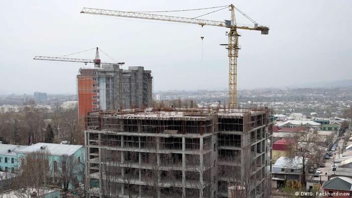 Строящиеся дома в Душанбе
