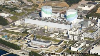 Japans Regierung plant die AKWs, wie die Atomanlage Sendai auf dem Foto, wieder in Betrieb zu nehmen. (Foto: AP)