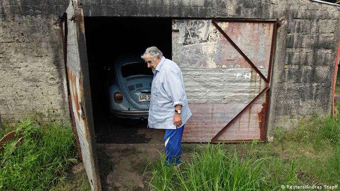 José Mujica mit seinem VW-Käfer (Reuters/Andres Stapff)