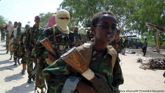 al-Shabaab Kämpfer in Somalia (Foto: picture alliance/AP Photo/Abdi Warsameh)