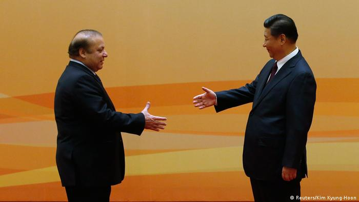 China's President Xi Jinping (R) shakes hands with Pakistan's Prime Minister Nawaz Sharif at their family photo session prior to the Dialogue On Strengthening Connectivity Partnership at the Diaoyutai State Guesthouse in Beijing November 8, 2014 (Photo: REUTERS/Kim Kyung-Hoon)