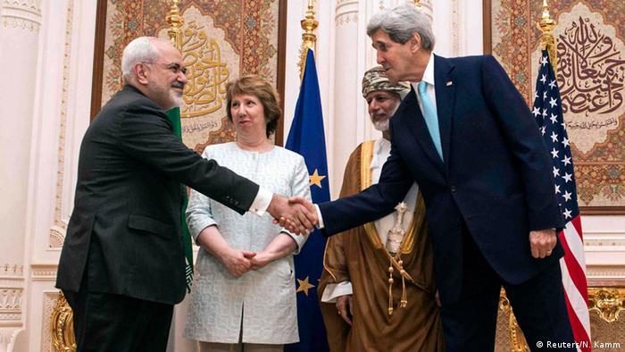 همزمان با مذاکرات جان کری و محمد جواد ظریف وزرای خارجه آمریکا و ایران در مسقط، دفتر آیتالله خامنهای و روزنامههای هوادار او کوشیدهاند نشان بدهند که بدون اراده او هیچ توافقی حاصل نخواهد شد