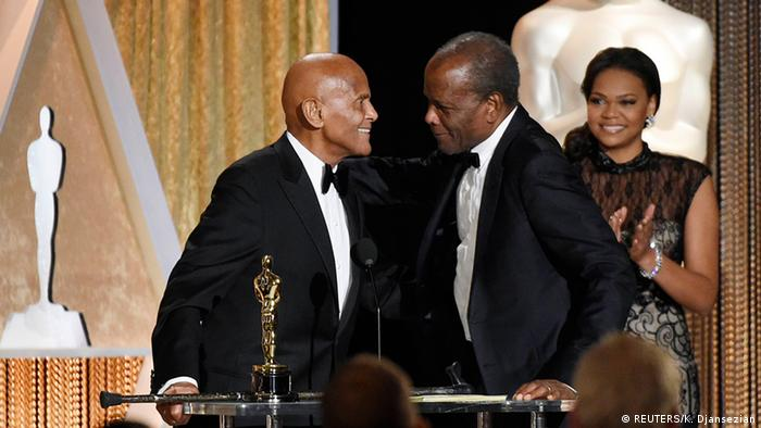 Harry Belafonte and Sidney Poitier at the Oscars (REUTERS/K. Djansezian)