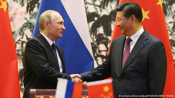 epa04482543 Russian President Vladimir Putin (L) and his Chinese counterpart Xi Jinping shake hands during a signing ceremony at the Diaoyutai State Guesthouse, on the sidelines of the Asia-Pacific Economic Cooperation (APEC) 2014 Summit, in Beijing, China, 09 November 2014. EPA/HOW HWEE YOUNG / POOL