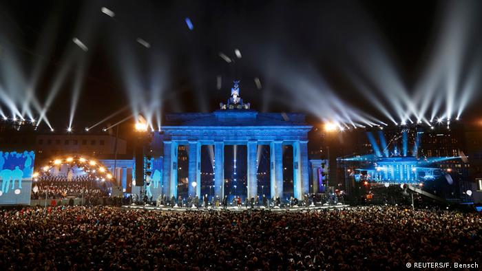 Celebrations in Berlin marking the 25th anniversary of the fall of the Berlin Wall, Copyright: REUTERS/Fabrizio Bensch
