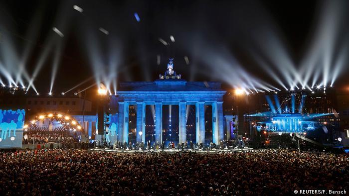 Бранденбургские ворота 9 ноября 2014 года в Берлине