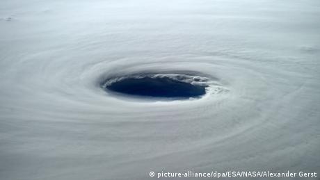 Blick von der ISS Super Typhoon Vongfong