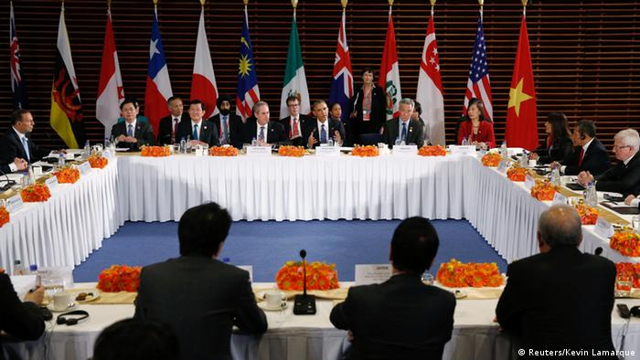 US President Barack Obama (C) meets with the leaders of the Trans-Pacific Partnership (TPP) countries in Beijing November 10, 2014 (Photo: REUTERS/Kevin Lamarque)