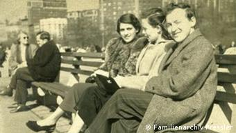 Menahem Pressler with his wife Sara and his sister-in-law Ilna in New York, 1950s. Copyright: Familienarchiv Pressler