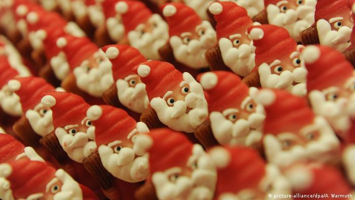 Марципановые Деды Морозы в Любеке