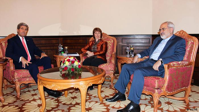 U.S. Secretary of State John Kerry (R) and Iranian Foreign Minister Mohammad Javad Zarif (L) and EU envoy Catherine Ashton at the nuclear negotiations in Muscat November 10, 2014. Source: Mehr
