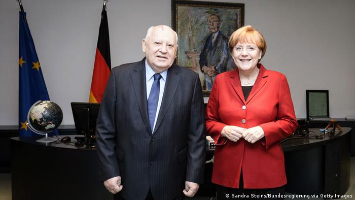 Michail Gorbatschow und Angela Merkel bei einem Treffen im November 2014 im Kanzleramt in Berlin
