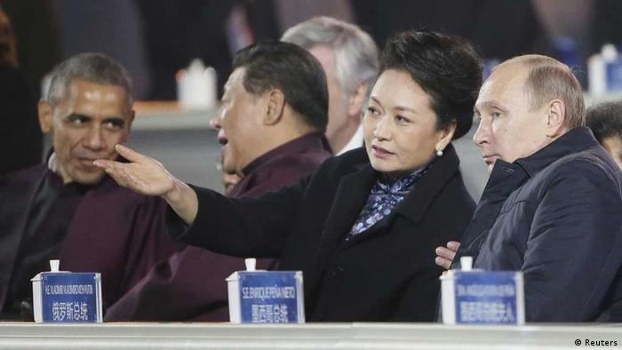Russia's President Vladimir Putin (R), Peng Liyuan, wife of Chinese President Xi Jinping, Xi Jinping (2nd L) and US President Barack Obama (L)