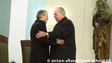 Tadeusz Mazowiecki und Helmut Kohl bei derm Kreisauer Versöhnungsmesse 1989