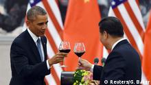 U.S. President Barack Obama (L) and Chinese President Xi Jinping toast at a lunch banquet in the Great Hall of the People in Beijing November 12, 2014. REUTERS/Greg Baker/Pool (CHINA - Tags: POLITICS)
