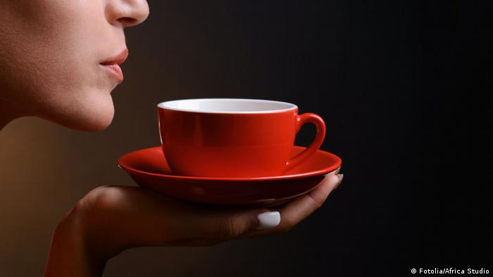 Frau mit Tasse Kaffee