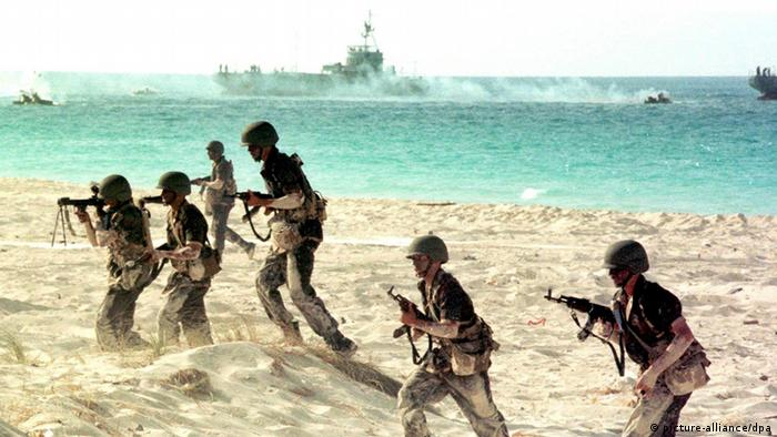 Ägyptische Soldaten bei Truppenübung Archiv 1999 (picture-alliance/dpa)