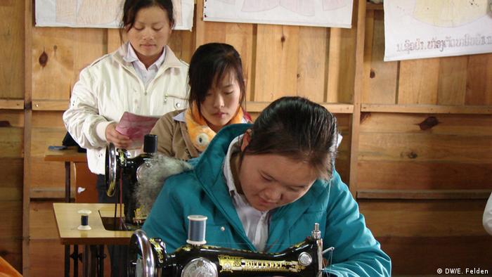 Schülerinnen in einer Schule in Xieng Khouang