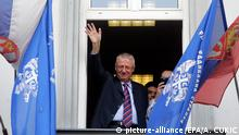 epa04486683 Vojislav Seselj waves to supporters from the balcony of his party headquarters in Belgrade, Serbia, 12 November 2014. The UN war crimes tribunal for former Yugoslavia (ICTY) said 06 November 2014 that it has approved the provisional release of Serbian nationalist leader Vojislav Seselj. ICTY judges allowed Seselj to travel home for medical treatment on the condition that he does try to influence his ongoing war crimes trial. He must return to ICTY when summoned. EPA/ANDREJ CUKIC