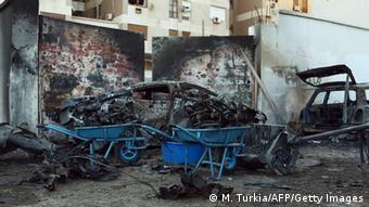 Explosion einer Autobombe nebst der ägyptischen Botschaft in Tripolis