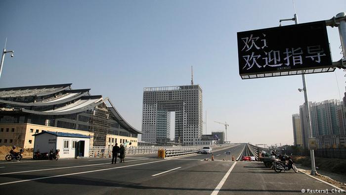 Мост через реку Ялу, разделяющую Китай и КНДР.