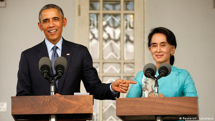 President Barack Obama and opposition politician Aung San Suu Kyi hold a press conference after their meeting at her residence in Yangon, November 14, 2014 (Photo: REUTERS/Kevin Lamarque)