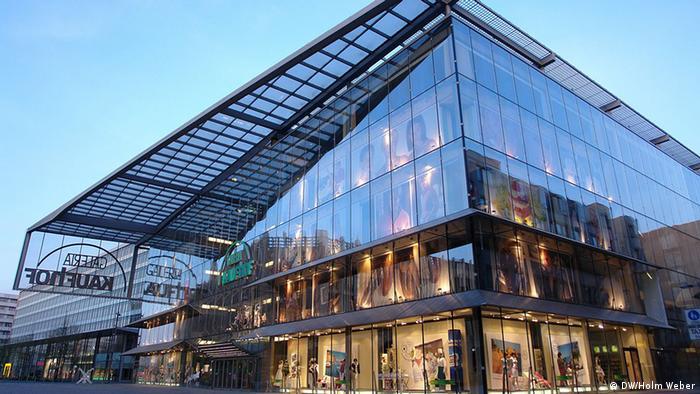 فروشگاه شیشهای کمنیتس که معمار آن هلموت یان بود در ۲۵ ماه مارس سال ۲۰۰۷ افتتاح شد.