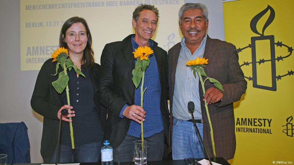 La activista de AI, Maja Liebing, el periodista Wolf-Dieter Vogel y el abogado Abel Barrera.