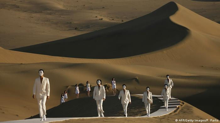 models on catwalk in desert (AFP/Getty Images/P. Parks)
