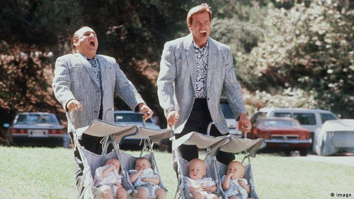 Danny DeVito and Arnold Schwarzenegger in Twins (imago)