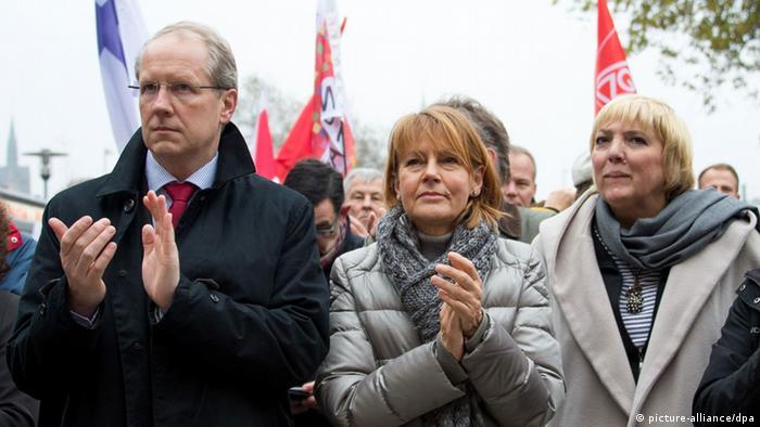 Gegendemonstranten protestieren gegen Hooligan-Demo in Hannover 15.11.2014 (Foto: dpa)