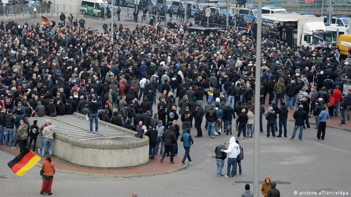 Hooligan-Demo in Hannover 15.11.2014 (Foto: dpa)
