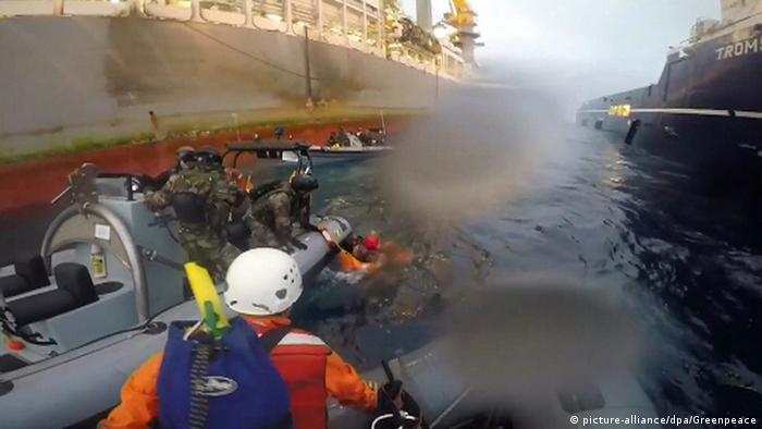 Zusammenstoß zwischen spanischer Marine und Greenpeace im Mittelmeer