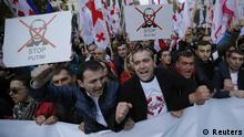 People shout slogans during an opposition rally to protest against Russia's policy towards Georgia and Ukraine in Tbilisi, November 15, 2014. REUTERS/David Mdzinarishvili (GEORGIA - Tags: POLITICS CIVIL UNREST) (eingestellt von qu)