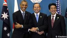 (L-R) U.S. President Barack Obama, Australian Prime Minister Tony Abbott and Japanese Prime Minister Shinzo Abe meet at the G20 summit in Brisbane November 16, 2014. REUTERS/Kevin Lamarque (AUSTRALIA - Tags: POLITICS BUSINESS)