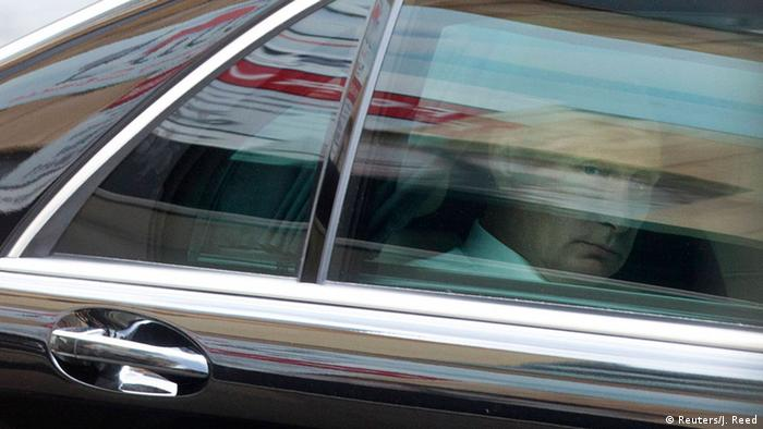 Vladimir Putin leaves the G20 summit early in a car