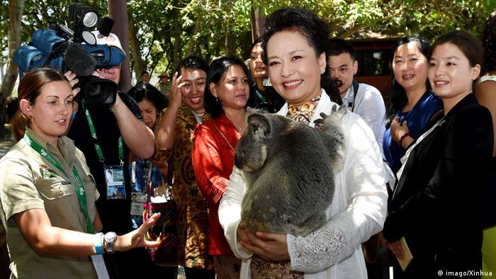 G20 Gipfel in Brisbane Chinas First Lady mit Koala