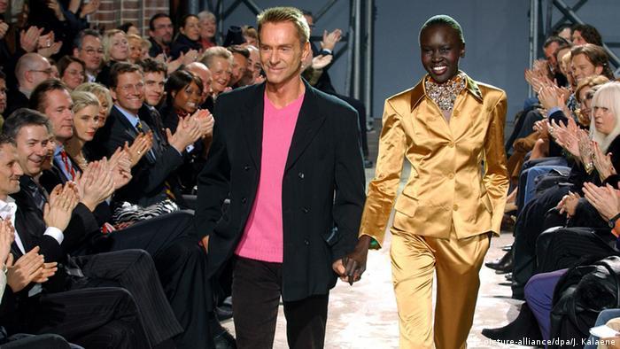 Wolfgang Joop mit Topmodel Alek Wek Wunderkind Couture 2004