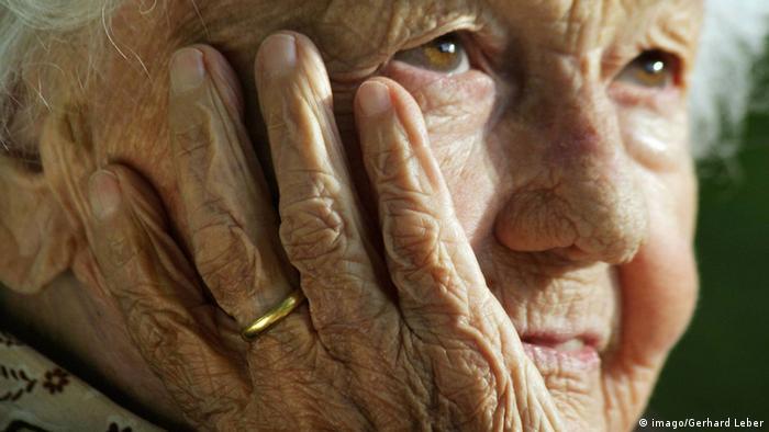 Nu doar bunicii sunt afectați de izolare și de climatul de nesiguranță creat de pandemia de coronavirus, ci și persoanele tinere, spun medicii