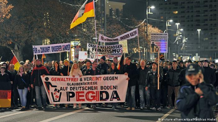 PEGIDA Demonstration in Dresden (Foto: Matthias Hiekel/dpa)