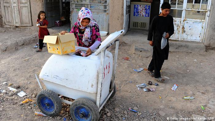 Bildergalerie Kinderarmut Afghanistan (Getty Images/Aref Karimi/AFP)