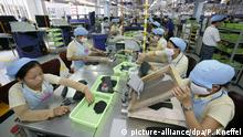 Produktion im Adidas-Werk in Vietnam (picture-alliance/dpa/P. Kneffel)