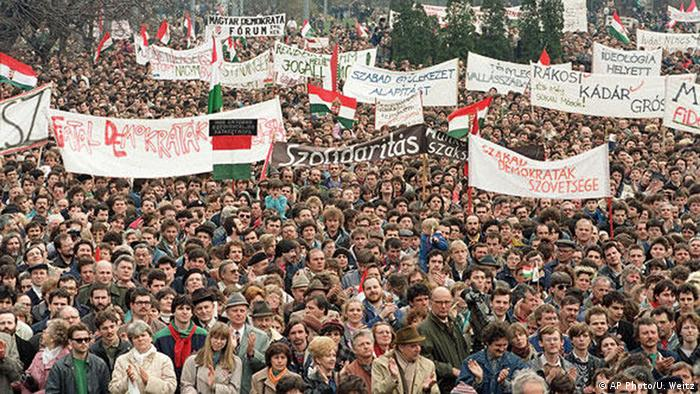 Revolution in Osteuropa 1989 Demonstration in Ungarn (AP Photo/U. Weitz)