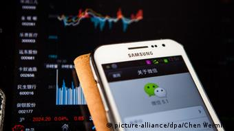 Photo of the WeChat app open on a smartphone (picture-alliance/dpa/Chen Weiming)