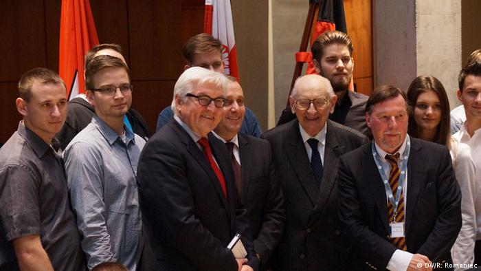 Spotkanie z polską i niemiecką młodzieżą. Prof. Bartoszewski szefowie niemieckiej i polskiej dyplomacji Frank-Walter Steinmeier i Grzegorz Schetyna
